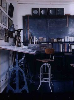 E 4th Street Loft by Roman and Williams - Ananas à Miami  - love the drafting table, chair, chalkboard