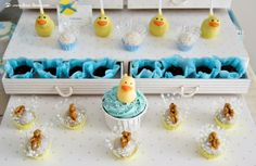 the cupcakes and cakepops for this rubber duck themed party