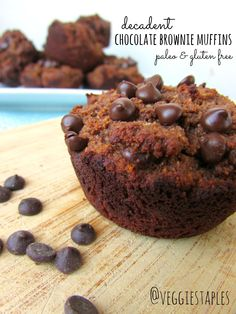 paleo and gluten free decadent chocolate brownie muffins Paleo Chocolate Brownies, Decadent Chocolate, Gluten Free Chocolate, Chocolate Chips, Healthy Breakfast Snacks, Healthy Desserts, Delicious Desserts, Yummy Food, Paleo Dessert