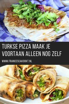 Recept Turkse pizza of Lahmacu.Een een zachte deegbodem die je bestrijkt met een gehakt mengsel en dat bak je samen in de pan. Vervolgens beleg je deze met aangemaakte sla en rol je 'm op. Als je eenmaal deze zelfgemaakte Turkse pizza hebt gegeten wil je eigenlijk niet meer anders #Pizza #Turks My Favorite Food, Favorite Recipes, Vegan Fish, Good Food, Yummy Food, Exotic Food, Breakfast Lunch Dinner, Diy Food, Dinner Recipes