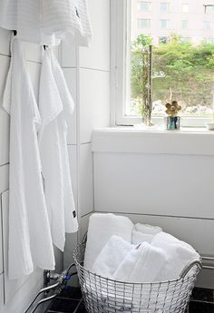 towels and the basket White Wall Tiles, Scandinavian Bathroom, Wonderful Things, Bed And Breakfast, Bassinet, Bathroom Ideas, Towels, Bathrooms, Autumn