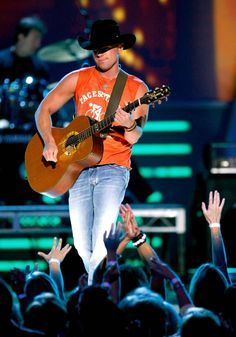 Kenny Chesney Photos Photos: Annual Academy Of Country Music Awards - Show Male Country Singers, Country Musicians, Country Music Artists, Academy Of Country Music, Country Music Awards, Kenny Chesney Concert, Kenney Chesney, No Shoes Nation, Country Men