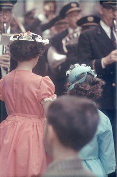 Saul Leiter. Parade 1950
