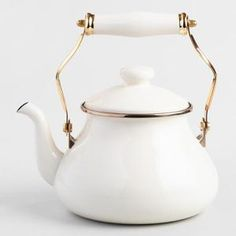 Featuring a classic, vintage-inspired design that brings to mind old-fashioned British teatime, our exclusive kettle looks sophisticated in classic ivory. Retro Home Decor, Fall Home Decor, Autumn Home, Diy Home Decor, Room Decor, Wall Decor, Home Decor Accessories, Kitchen Accessories, Decorative Accessories