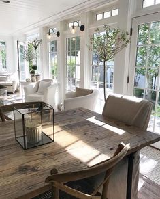 What's French Farmhouse and how to get the look in your home. Shopping guide and inspiring beautiful interior French Farmhouse photos. Farmhouse Interior, Farmhouse Design, French Farmhouse Decor, French Country Furniture, Fresh Farmhouse, Country House Interior, Farmhouse Windows, Modern Farmhouse, Home Interior Design