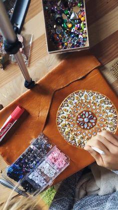 Victoria Linnen Art Victoria, Mandala, Artsy, Cover, Handmade, Diy, Hand Made, Bricolage, Craft
