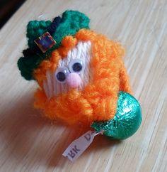 Happier Than A Pig In Mud: Leprechaun Kiss Me I'm Irish -Plastic Canvas Hershey Kiss Holder