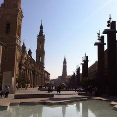 Zaragoza - Plaza de la Virgen del Pilar ... en esta fuente me meti a jugar!!