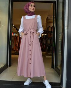 modern hijab fashion Limage contient peut-tre : un - Hijab Style Dress, Modest Fashion Hijab, Modern Hijab Fashion, Muslim Women Fashion, Hijab Fashion Inspiration, Islamic Fashion, Skirt Fashion, Fashion Outfits, Hijab Outfit