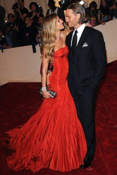 Gisele and Tom - vanity fair best dressed 2013 Gisele Bundchen, Gisele Caroline Bündchen, Vanity Fair, Celebrity Couples, Celebrity Style, Alexandre Mcqueen, Beautiful Dresses, Nice Dresses, Gorgeous Dress