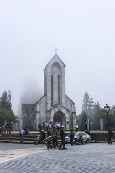 HOLIDAY SEASON:  In Vietnam, the end of year is a holiday season. Sapa Town in Lao Cai Province has been known for its great natural landscape. Lucky tourists can even see snow there in winter.Below are the suggested locations for tourists who intend to go on a tour on this occasion. See here: http://www.tuanlinhtravel.com/Vietnam/newsdetail/12033/Holiday-season.htm