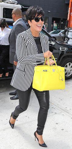 Leather leggings and a yellow hermes birkin bag for Kris Jenner. Estilo Kris Jenner, Kris Jenner Style, Kardashian Style, Kardashian Jenner, Chic Over 50, Casual Chique, Looks Black, Hermes Birkin, Birkin Bags
