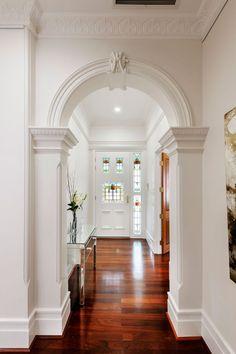 Victorian Hallway Uk Home Design Ideas, Renovations & Photos Victorian Hallway, Plafond Design, Home Modern, Interior Modern, Storey Homes, Traditional Interior, White Paints, Dulux White Paint, Victorian Homes