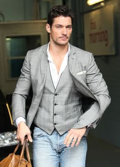 David Gandy, express how to wear an informal with a jeans trousers...#fashion #moda