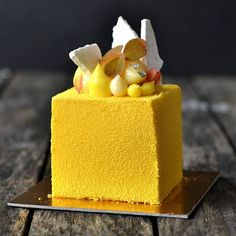 Another shot of the mango/passion, coconut and herb cake i made last week.