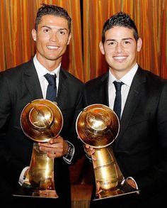 ✓ Mejor jugador del mundo: Cristiano Ronaldo.     ✓ Mejor jugador revelación: James Rodríguez.  en los Globe Soccer - Dubai 29.12.14