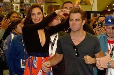 Chris Pine Photos - Actors Gal Gadot (L) and Chris Pine from the 2017 feature film Wonder Woman attend an autograph signing session for fans in DC's 2016 San Diego Comic-Con booth at San Diego Convention Center on July 23, 2016 in San Diego, California. - 'Wonder Woman' Cast Signing at San Diego Comic-Con 2016