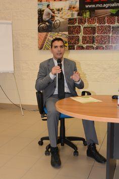 Il Dott. Fabrizio Farris, Direttore Generale OrtoSestu, ha ripercorso il passato della cooperativa, dalla nascita, al riconoscimento di Organizzazione di Produttori, fino ad arrivare ad oggi e all'apertura e all'avvio del Progetto Casa Ortofrutta.