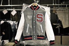Letterman Jacket Outfit, Custom Letterman Jacket, Letterman Jackets, Streetwear Mode, Streetwear Fashion, Street Outfit, Street Wear, Senior Jackets, Leather Jacket Outfits