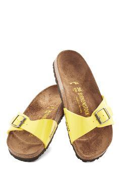 1970s Fashion - Zest Foot Forward Sandal in Lemon