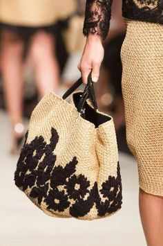 Ermanno Scervino at Milan Fashion Week Spring 2015 - Details Runway Photos Fashion Bags, Fashion Accessories, Milan Fashion, Klum, Latest Bags, Boho Bags, Linen Bag, Ermanno Scervino, Summer Bags