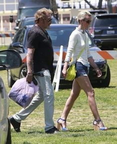 Laeticia Hallyday Photos Photos - French rocker Johnny Hallyday and his wife Laeticia Hallyday out shopping at a Flea Market on Mother's Day in Pasadena, California on May 12, 2013. - Johnny and Laeticia Hallyday Make a Grocery Run