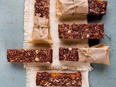 These almond power bars make a terrific schoolbox snack for the kids!