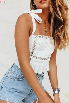29 Cute Summer Outfits For Women And Teen Girls - The Finest Feed. Cute Summer Outfits For Women And Teen Girls Casual Simple Summer Fashion Ideas. Clothes for summer. Summer Styles ideas Trending in Casual Fall Outfits, Cute Summer Outfits, Trendy Outfits, Cute Summer Tops, White Top Outfit Summer, Cute Summer Clothes, Boho Spring Outfits, Casual Summer Fashion, Jean Short Outfits
