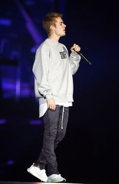 October 20: [More] HQ photos of Justin performing at the Manchester Arena in Manchester, UK.