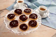 ... aj vy milujete slaný karamel? , #Video #Vianočnérecepty Cheesecake, Pudding, Desserts, Food, Basket, Tailgate Desserts, Deserts, Cheese Pies, Puddings