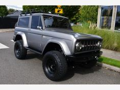 Classic Bronco, Classic Ford Broncos, Classic Cars, New Trucks, Ford Trucks, Pickup Trucks, White Jeep Wrangler Unlimited, Ford Bronco For Sale, Ford Motorsport