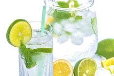 you're trying to cut back on sugary drinks or want to improve healthy hydration, this essential oil detox water recipe will be a delicious drink! Essential Oil Detox Water, Digestive Detox, Drinking Lemon Water, Body Detoxification, Lemon Diet, Drink More Water, Detox Your Body, Water Recipes, Drink Recipes