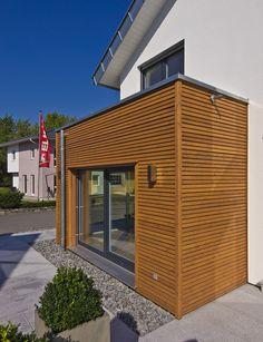 Haus FUTURE - Außenansicht - Fertighaus WEISS - Plusenergiehaus - Satteldach