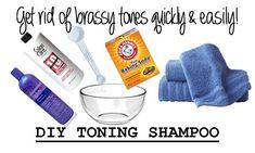 Brassy Blonde, Brassy Hair, Toner Für Blondes Haar, Lila Shampoo, Hair Shampoo, Diy Hair Toner, At Home Hair Toner, Blonde Hair At Home, Toning Blonde Hair