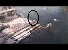 [Video] Ghost jumping in the pond caught on camera : Mumbai: Wouldn't you be spooked if you see a bodiless shadow passing by you in broad daylight? Unexplained Mysteries, Unexplained Phenomena, Spooky Places, Haunted Places, Haunted Houses, Scary Stories, Ghost Stories, Ghost Scene, Ghost Caught On Camera