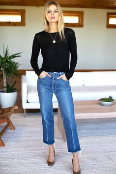 Emerson Crewneck - Black Linen - Emerson Fry Linen Standard sleeve length Models both wearing a size xsmall Made in LA Hand wash cold, lay flat to dry Summer Work Outfits, Fall Outfits, Casual Outfits, Casual Jeans, Simple Outfits, Pretty Outfits, Black Girl Fashion, Look Fashion, Fashion Style Women