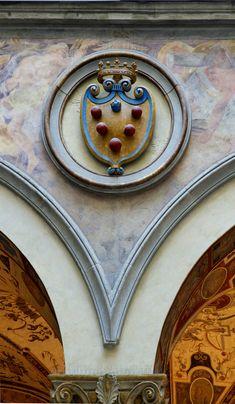Stemma de la famiglia de Medici, Cortile de Michelozzo, Palazzo Vecchio, Firenze.