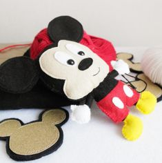 Eu Amo Artesanato: Mickey Mouse com molde Minnie Rosa Png, Mickey Y Minnie, Disney Mickey, Minnie Mouse, Ladybug Y Cat Noir, Sewing Stuffed Animals, Disney Characters, Felting, Craft Tutorials