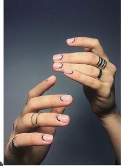 Minimal Nail Art Design – Nageldesign – Nail Art – Nagellack – Vernis à ongles – Nai … Nail Art Cute, Cute Nails, Pretty Nails, Easy Diy Nail Art, Minimalist Nails, Hair And Nails, My Nails, Shellac Nails, Nail Art Designs