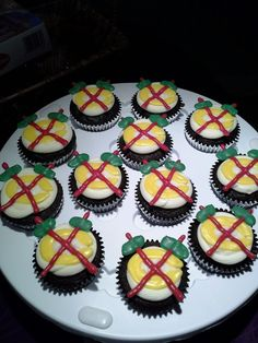 Now these #Blackhawks cupcakes look delicious!