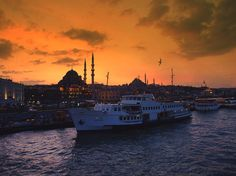 Istanbul views / The boat & the city - Istanbul, Istanbul