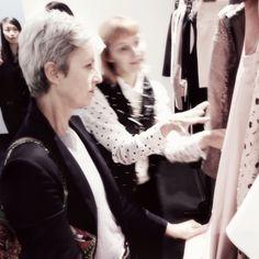 Sophie en plein travail de sélection #concentration #fashionweek #paris #sophiehelsmoortel