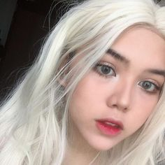 The white blonde wig rocked by our beauty @sxbrie .Do you wanna to try this onegirls?wig sku:edw1055Don't forget to use Coupon code:SPRING20 to get 20% Off on your order. #everydaywigs #blondewig #straightwig #longhair #lacefrontwig #frontlacewig #blonde #syntheticwigs #synthetic #newyear #newhair #lightblonde #springsale