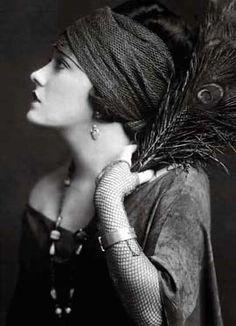 Gloria Swanson in 1920's couture.