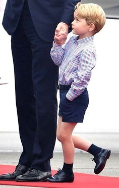 EVEN THO DAD HAS HIS HAND, PRINCE GEORGE IS A LITTLE APPREHENSIVE........ccp