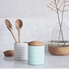 The Bussulot Container combines soft natural cork with pastel coloured ceramic.With its textural contrast, Bussulot will fit every room in your house and will hold your small treasures with style.MATERIALS: ceramic, natural corkDIMENSIONS: 9,5cm diameter, 12cm height