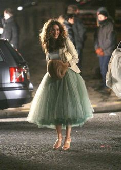 3 Iconic Carrie Bradshaw Outfits To Carry Into Holiday Party Season fashion dresses party cute outfits Carrie Bradshaw Outfits, Carrie Bradshaw Style, Carrie Bradshaw Wedding Dress, Cute Party Outfits, Holiday Party Outfit, Holiday Parties, Emo Outfits, Black Tulle Skirt Outfit, A Line Skirt Outfits