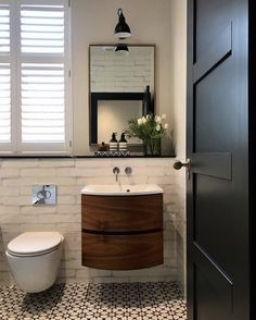 Floating sink, wall mounted toilet in a small bathroom Bathroom Fixtures, Bathroom Wall, Small Bathroom, Master Bathroom, Bathroom Ideas, Loft Bathroom, Beach Bathrooms, Bathroom Sinks, Bathroom Cabinets