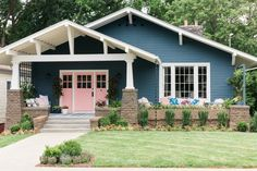 The updated HGTV Urban Oasis 2017 showcases an inviting front porch, eye-catching color scheme, and improved landscaping packed with different shades of pink. Door Paint Colors, Exterior Paint Colors, Porches, Navy Houses, Craftsman Style Homes, Craftsman Exterior, Bungalow Exterior, House Painting, Positano