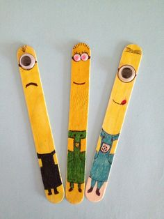 Have kids color their own minion stick and put their names on the sticks too. I can use them to during in class to pull names. Minion Bookmarks (My kids LOVE Despicable Me! Popsicle Stick Crafts, Popsicle Sticks, Craft Stick Crafts, Diy For Kids, Crafts For Kids, Arts And Crafts, Minions, Ice Cream Stick Craft, Ice Cream Sticks